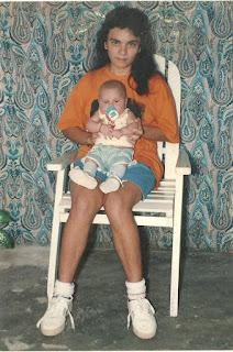 Única foto que tenho junto à minha mãe, quando criança. Um mês de nascido.
