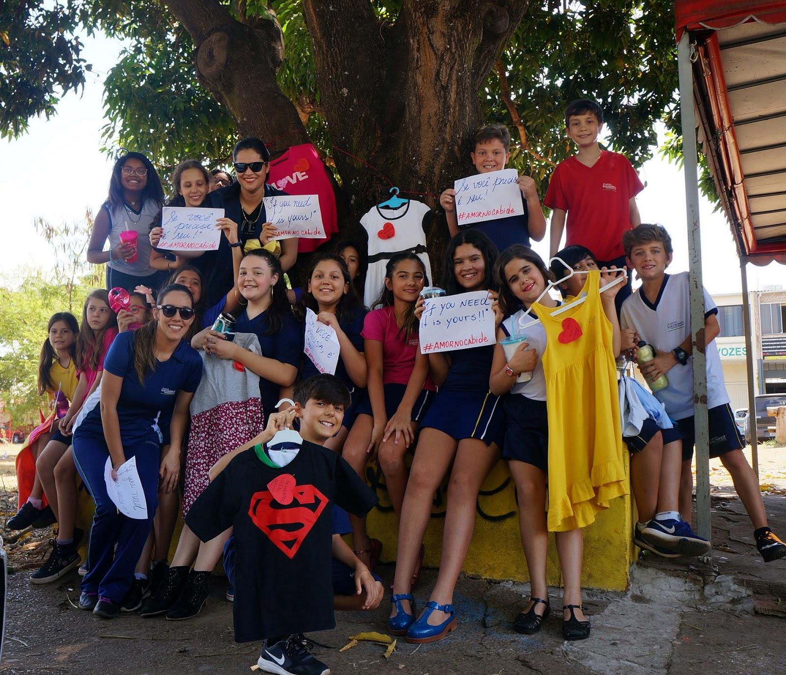Projeto de doação de roupas por alunos de escola particular em Brasília
