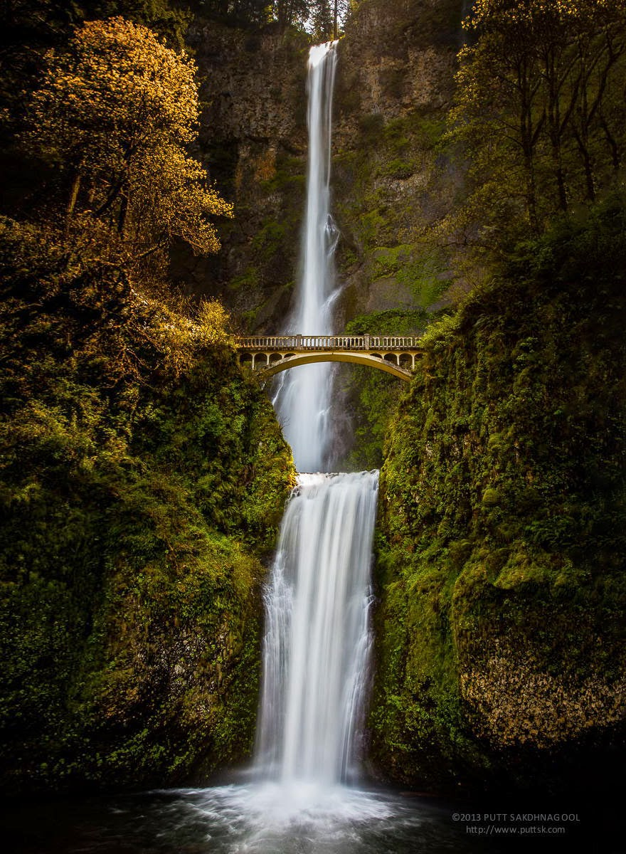Multnomah Falls, Oregon, USA - 20 Mystical Bridges That Will Take You To Another World
