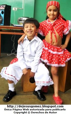 Foto de niños con vestimenta de negroide por Jesus Gómez