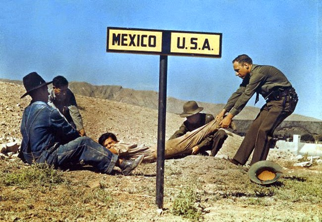 24 Rare Historical Photos That Will Leave You Speechless - A fugitive being dragged by border patrol so that he doesn't escape the USA and enter Mexico.