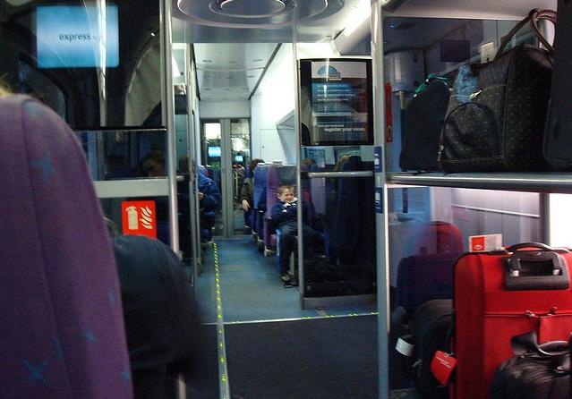 Bagagens nos trens em Milão