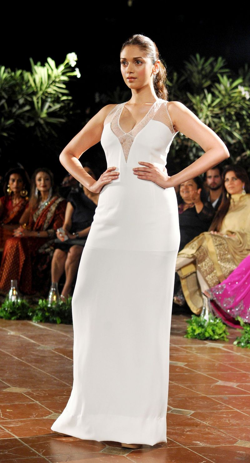 Aditi Rao Hydari hot in gown, Aditi Rao Hydari fashion style
