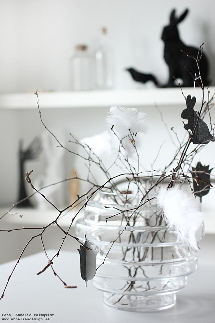 annelies design, webbutik, webshop, nätbutik, nettbutikk, inredning, påsk, påskpynt, påsken 2017, kanin, hare, kråka, fågel, fåglar, dekorations, hylla, kök, vako vas, påskhänge, hänge, Oohh, svart och vitt, svartvit inredning,