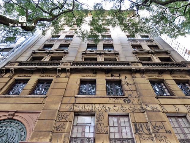 Perspectiva inferior da fachada do Prédio Glória - República - São Paulo