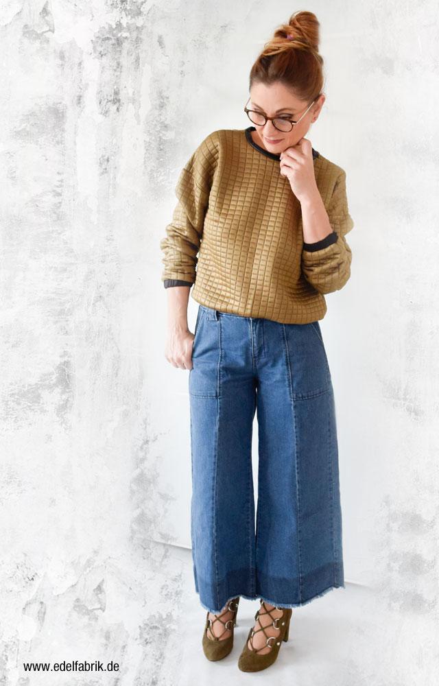 Ü40 Mode, Jeans Culotte, olivrüne Velours Sandaletten und Sweater