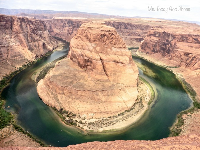 Horse Shoe Bend, Colorado River, Utah --- Ms Toody Goo Shoes