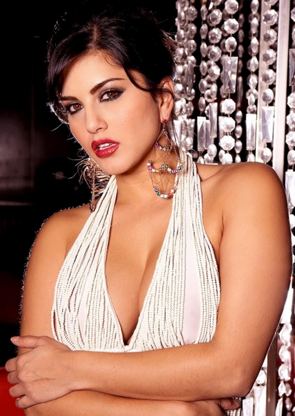 Sunny Leone Latest Hot Cleavage Photos - Movieezreel -9701