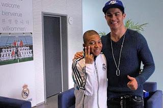 Foto Kylian Mbappé dengan Cristiano Ronaldo