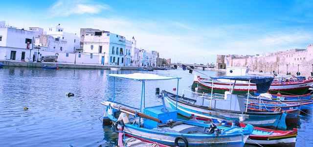 بنزرت هي المدينة الواقعة في أقصى الشمال في أفريقيا ، وكذلك واحدة من أقدم المدن في تونس. توقفت هنا في طريق عودتي إلى تونس من كاب أنجيلا ، ووصلت قبل غروب الشمس مباشرة.
