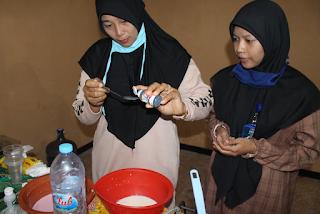 Pendampingan Pengolahan Susu Segar menjadi Susu Jeli oleh Mahasiswi PMM 16 UMM