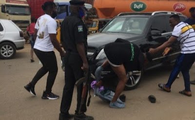 Yahoo Boy Strips Naked, Fights Police Officers In Ogun (Photos)