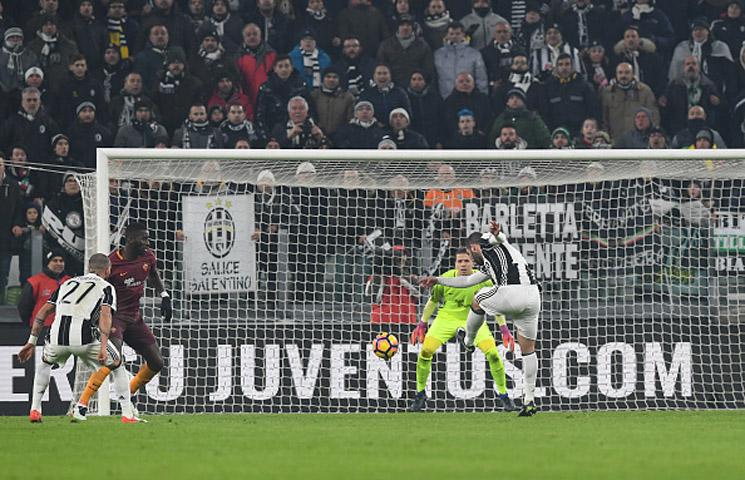 Serie A 2016/17 / 17. kolo / Juventus - Roma 1:0 (1:0)