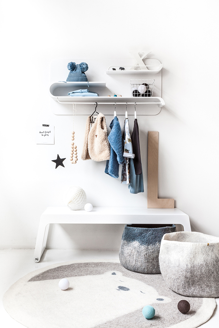 Cosy winter with Rafa-kids - L shelf and B bench in White