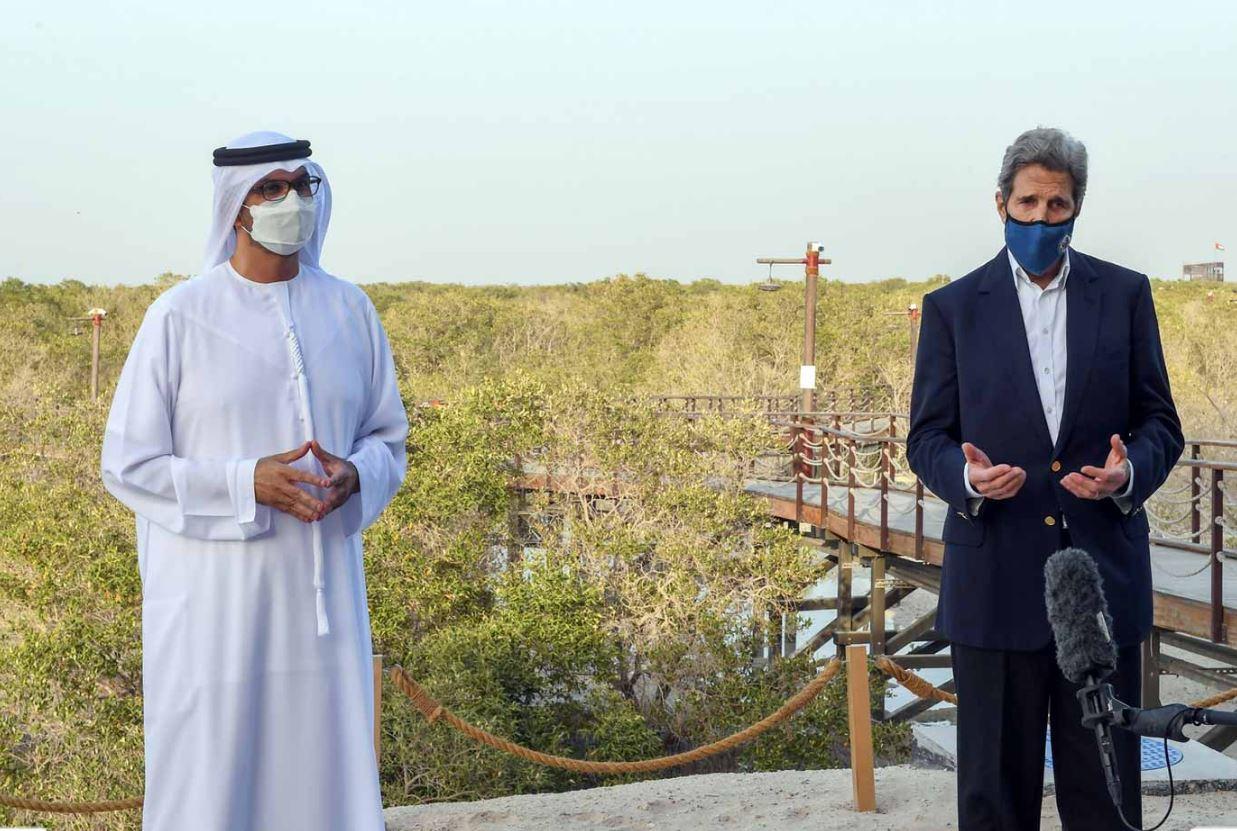 جون كيري يزور مشاريع ومبادرات استراتيجية بمجال الطاقة النظيفة في أبوظبي