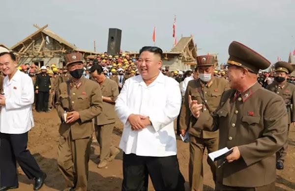 Kim Jong Un at reconstruction sites inTaechong-ri