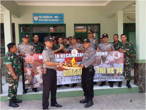 Bikin Kejutan di HUT TNI, Polsek  'Serbu'  Koramil Sukodono