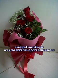fourhand bunga tangan mawar merah minimalis