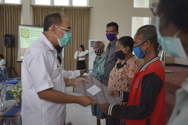 Jefirstson Riwu Kore Berikan Bantuan Rumah Swadaya dari DAK 2020 ke 145 Warga Kupang.lelemuku.com.jpg