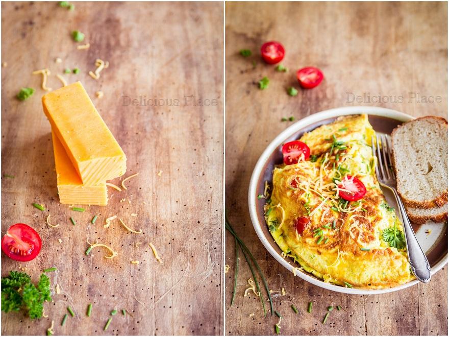 Ziołowy omlet z cheddarem i pomidorkami