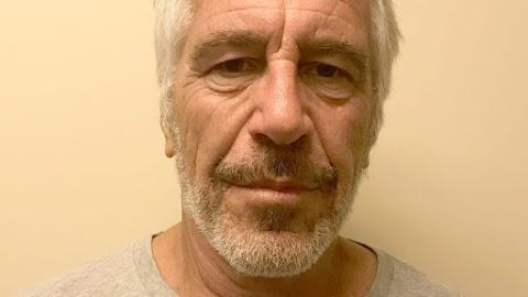 Személyi változásokat hajtottak végre a manhattani börtönben, ahol Jeffrey Epstein meghalt