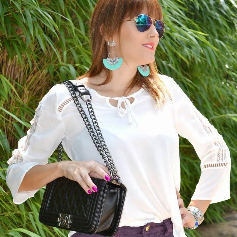 A famosa e super moderna bolsa CHANEL LE BOY... essas alças em correntes  dão um toque especial a bolsa. 29257cc947