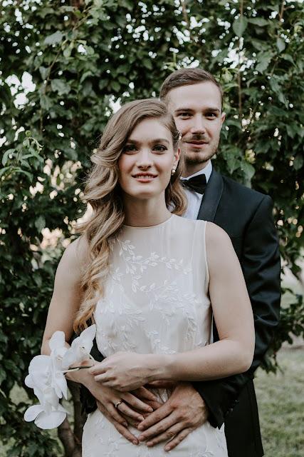 ZELDA GREEN PHOTOGRAPHY CANBERRA WEDDING VENUE VINEYARD CAKE WEDDING DRESS