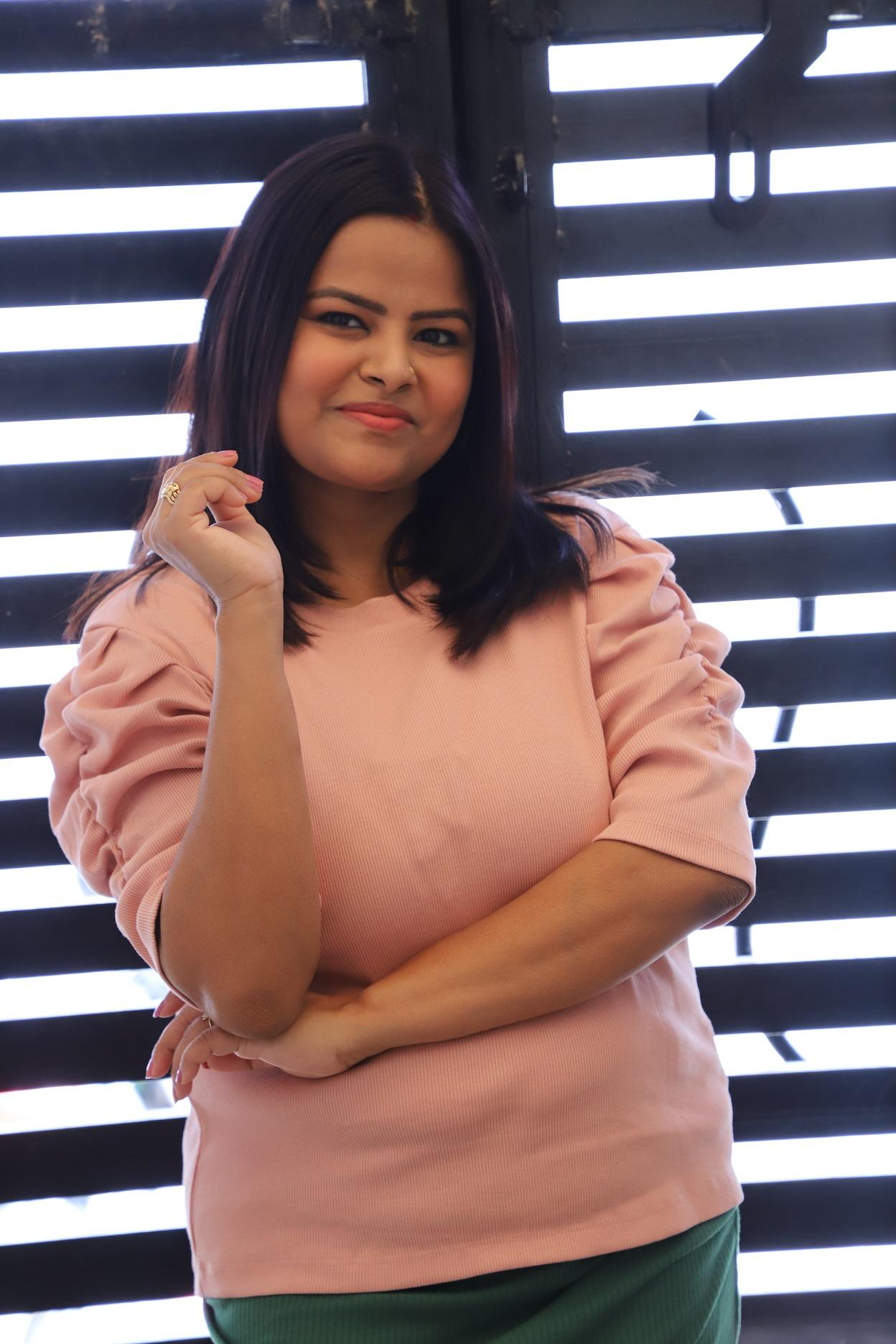Rashmi Thakur - ajisthsmomstyle