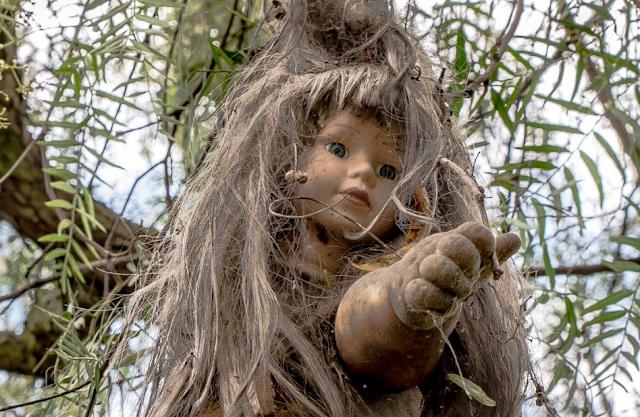 डरावनी गुड़ियों वाला आइलैंड