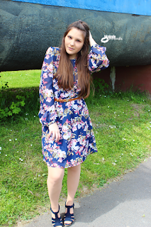 Ootd  Blumenrock, fashionblogger, outfitpost, Outfit Serien, Worn on TV, Lydia Martin nachgestylt