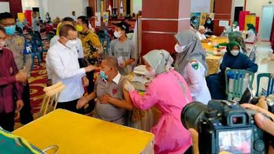 Anggota DPR Darul Siska Adakan Vaksinasi Massal di Pesisir Selatan