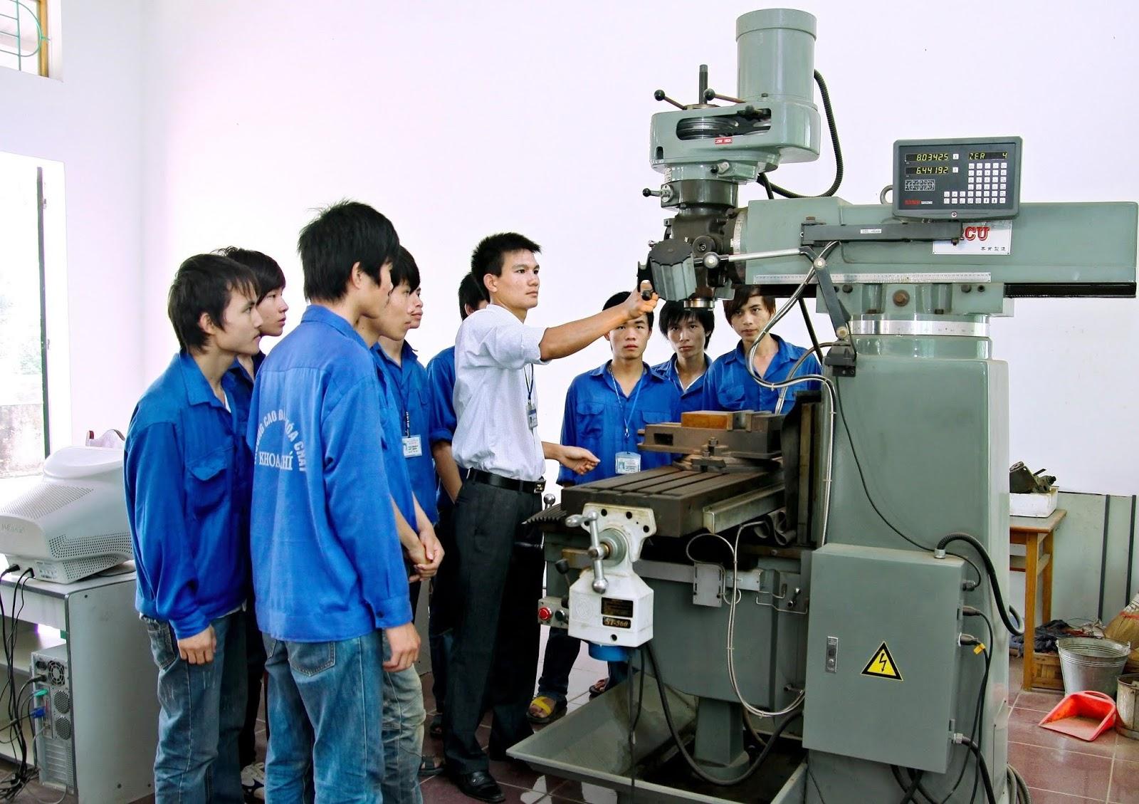 Sinh viên thực tập chuyên ngành Kỹ thuật Cơ khí
