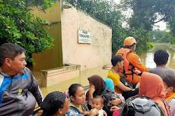 Tim SAR Gabungan Evakuasi 320 Warga Terdampak Banjir Karawang