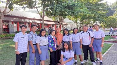 Para Guru SMA 3 Bitung Kelapa Dua Kunjungi Murid Dirumah