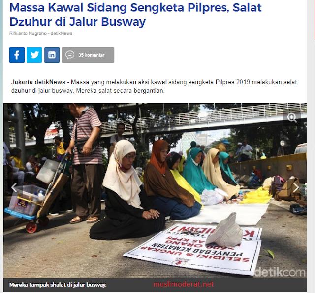 Massa Kawal Sidang Sengketa Pilpres Shalat di Jalur Busway, Padahal Islam Melarang