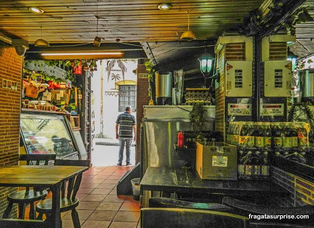 Bar no bairro de La Candelaria, Bogotá
