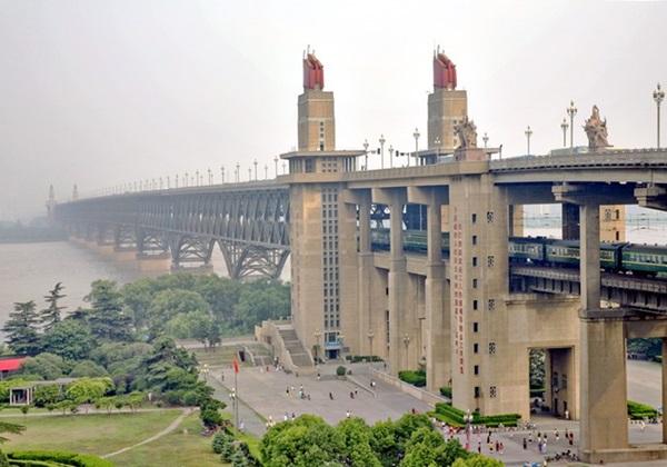สะพานข้ามแม่น้ำแยงซี (Nanjing Yangtze River Bridge)
