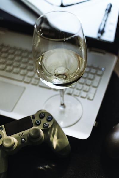 wine, laptop, gaming