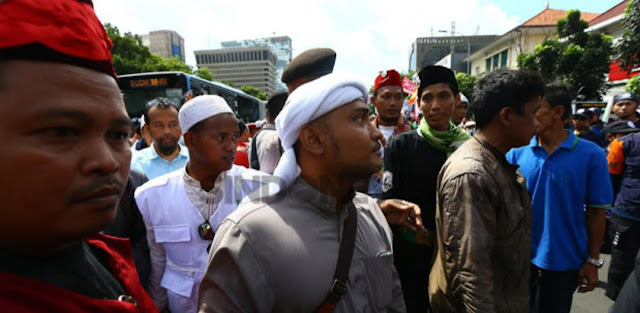 Gus Miftah Dakwah di Klub Jakarta, Novel Bamukimin Larang Baca Qur'an