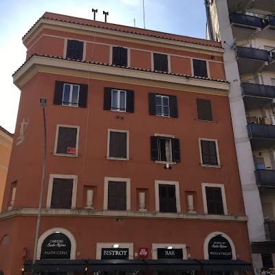 Palazzo in Via della Cava Aurelia