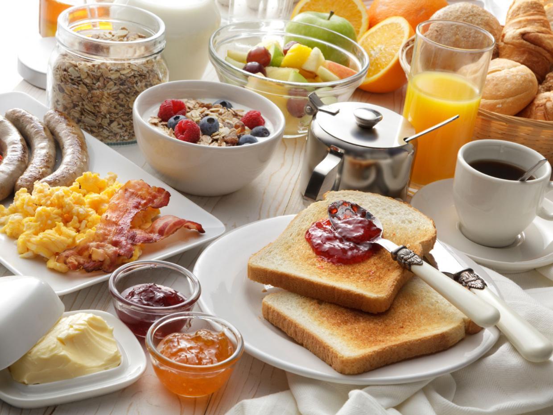 6 أطعمة لا يصح تناولها على الأفطار