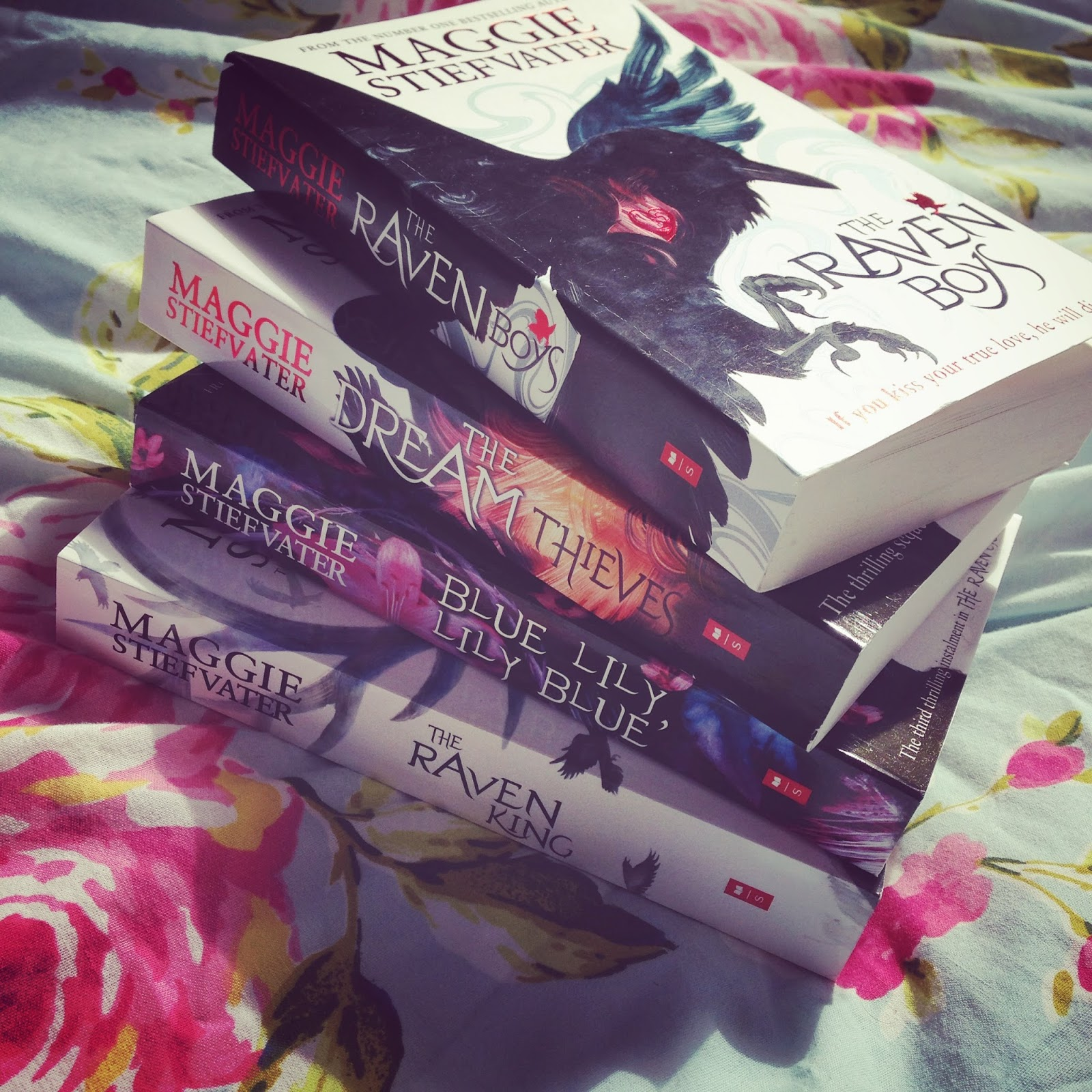 throne of glass collectors edition book depository
