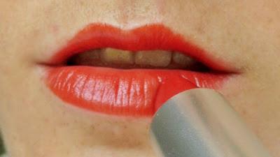 alverde-lipstick-fabulous-fifties-rockabella-red-swatch-picture