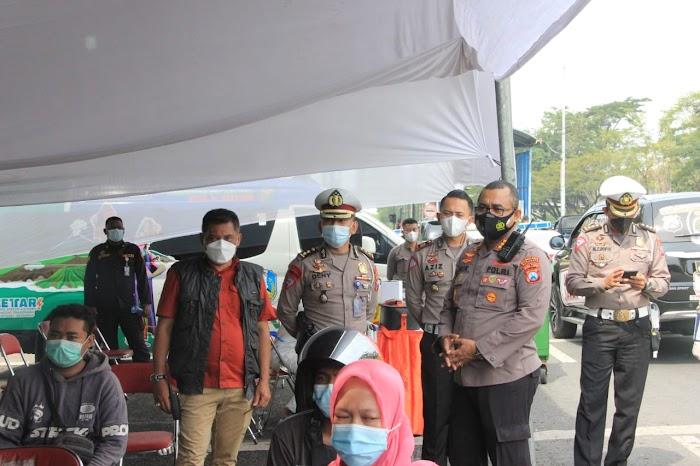 Kapolrestabes Surabaya Pantau Penyekatan Di Dua Sisi Suramadu
