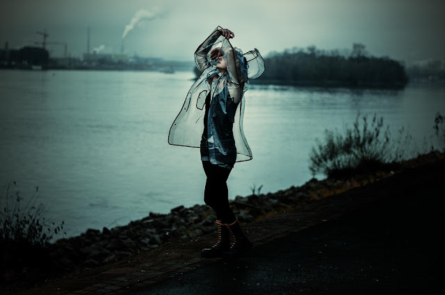 https://www.deviantart.com/sollenafotografie/art/dancing-in-the-rain-654456406