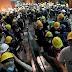 KAOS U HONG KONGU: Stotine prosvjednika upale u zgradu vlade
