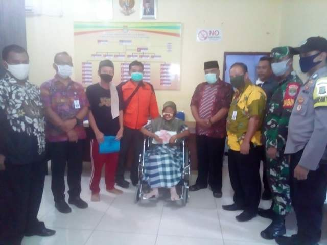BLT Dampak Covid-19 Di Kecamatan Pakuhaji Mulai Di Salurkan  >> https://www.onlinepantura.com/2020/04/blt-dampak-covid-19-di-kecamatan.html
