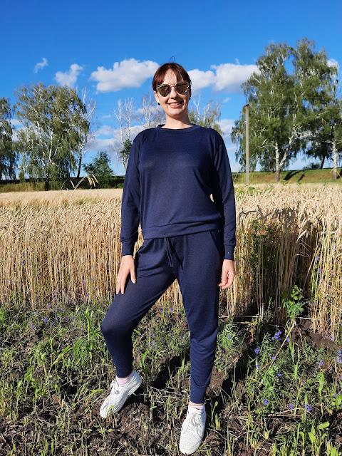 https://femmeluxefinery.co.uk/products/navy-loungewear-tracksuit-set-maria