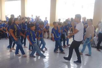 Casinha de Cultura itinerante da ONG Ceacri leva animação e música para escolas em Itapiúna