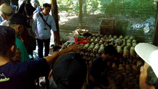 Menyimak penjelasan pembuatan baglog jamur